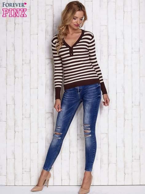Brązowy sweter w paski z guzikami przy dekolcie i na rękawach                                  zdj.                                  2