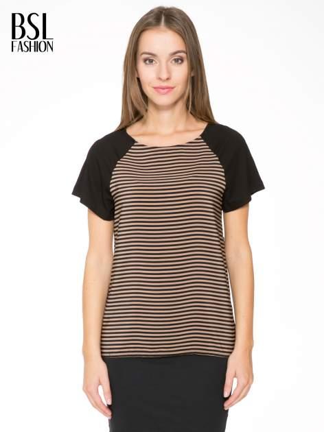 Brązowy t-shirt w paski z reglanowymi rękawami                                  zdj.                                  1