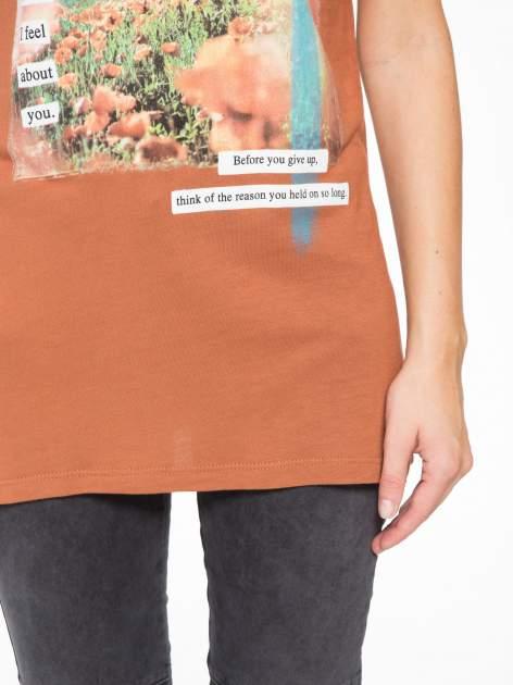 Brązowy t-shirt z nadrukiem w romantycznym stylu                                  zdj.                                  7
