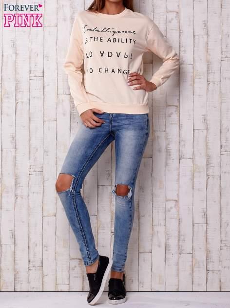 Brzoskwiniowa bluza z napisem                                  zdj.                                  2