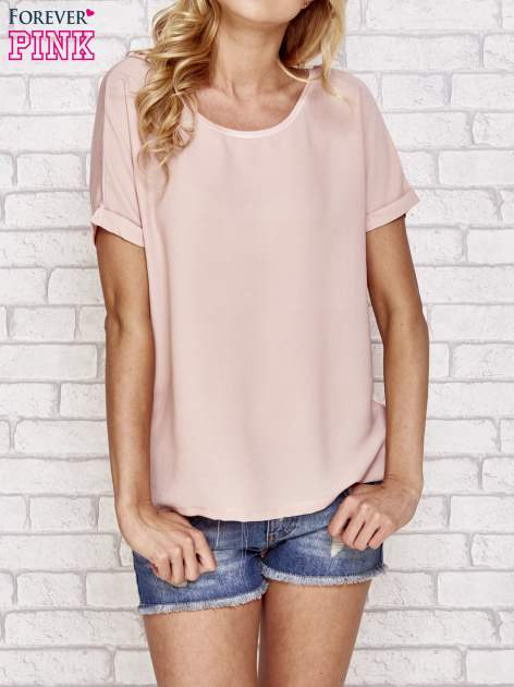 Brzoskwiniowa bluzka koszulowa z koronką z tyłu