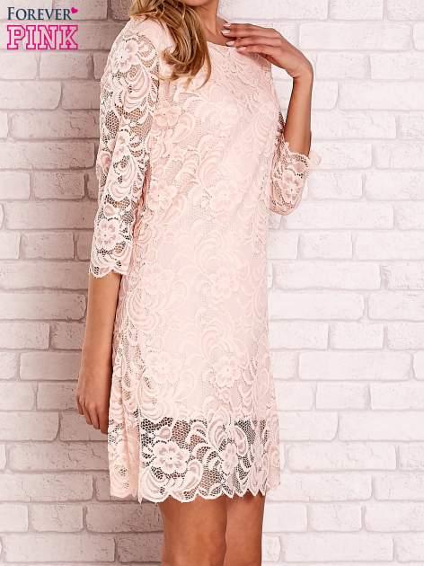 Brzoskwiniowa koronkowa sukienka z wiązaniem na plecach                                  zdj.                                  3