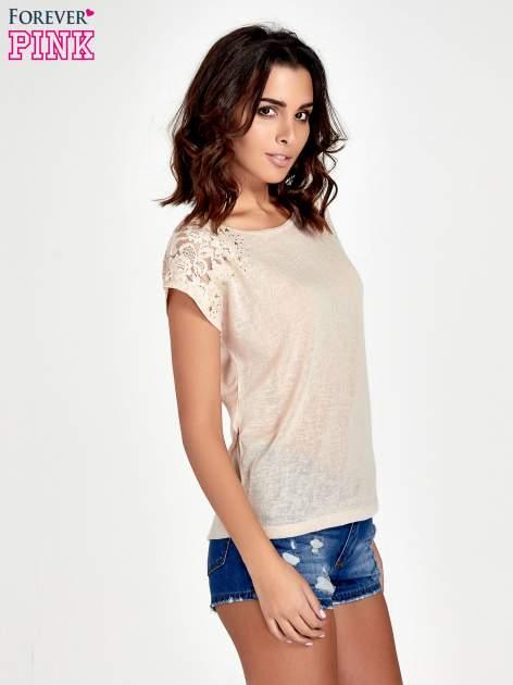 Brzoskwiniowy t-shirt z koronkowymi rękawami i gwiazdkami                                  zdj.                                  3