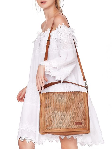 Camelowa torba z eko skóry z ażurową klapką na magnes                              zdj.                              6