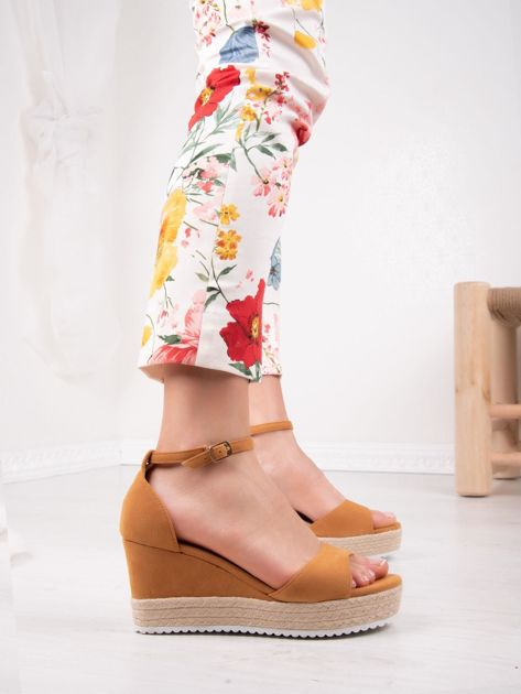 Camelowe sandały SWEET SHOES na platformie i koturnach