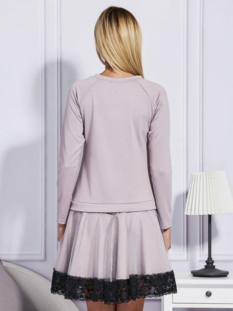Ciemnobeżowa sukienka z tiulową spódnicą                              zdj.                              2