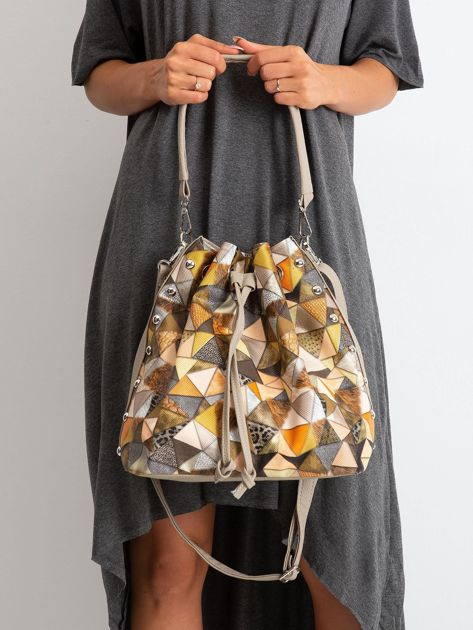 Ciemnobeżowa torba z motywem geometrycznym                              zdj.                              2