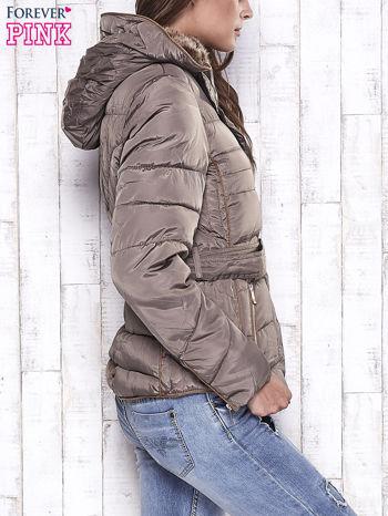 Ciemnobeżowa zimowa kurtka z futrzanym kapturem i paskiem                                  zdj.                                  3