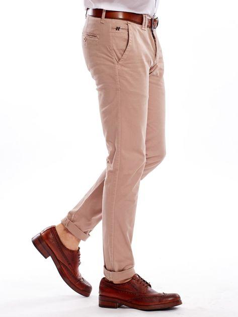 Ciemnobeżowe bawełniane spodnie męskie chinosy                                   zdj.                                  10