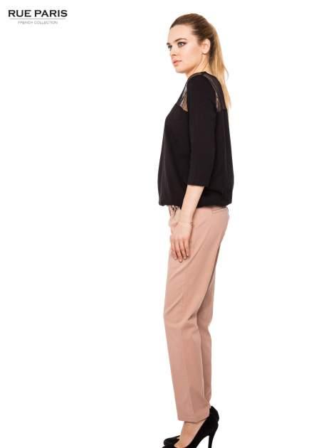 Ciemnobeżowe spodnie z paskiem z lakierowanej skóry                                  zdj.                                  7