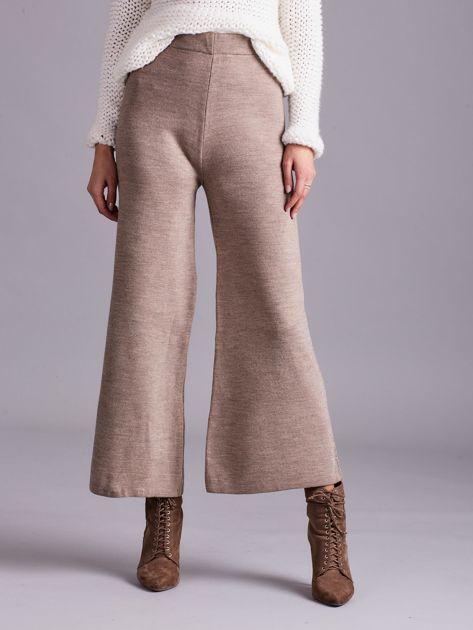 Ciemnobeżowe szerokie spodnie z dzianiny                              zdj.                              1