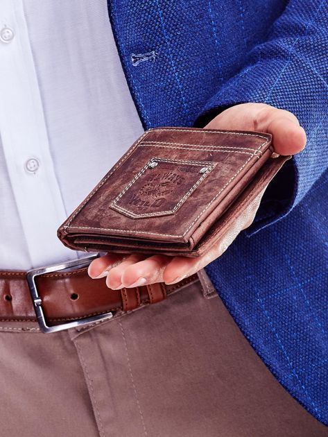 Ciemnobrązowy portfel męski z naszywką                              zdj.                              5