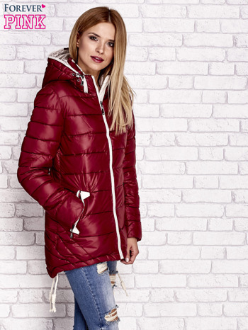 Ciemnoczerwona pikowana kurtka z kontrastowymi suwakami                                  zdj.                                  3