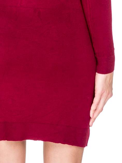 Ciemnoczerwona swetrowa sukienka z golfem                                  zdj.                                  8