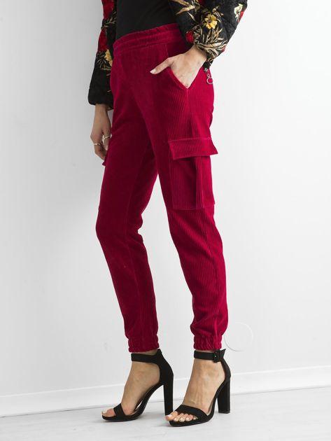 Ciemnoczerwone sztruksowe spodnie z kieszeniami cargo                              zdj.                              3