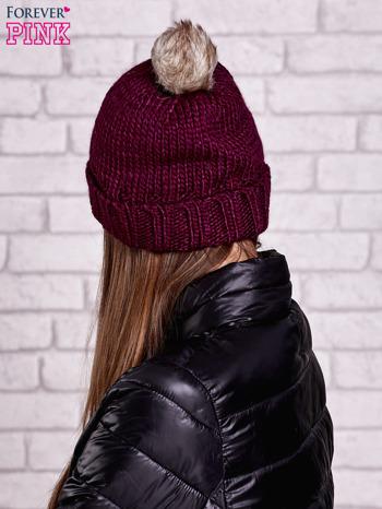 Ciemnofioletowa czapka z futrzanym pomponem                                  zdj.                                  3
