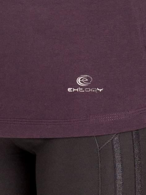 Ciemnofioletowa gładka bluzka sportowa z dekoltem U PLUS SIZE                                  zdj.                                  5