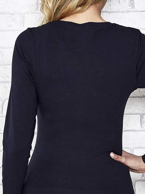 Ciemnogranatowa bluzka sportowa z dekoltem U                                  zdj.                                  7