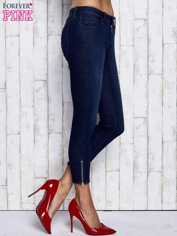 Ciemnogranatowe spodnie jeansowe z suwakami na nogawkach                                  zdj.                                  3