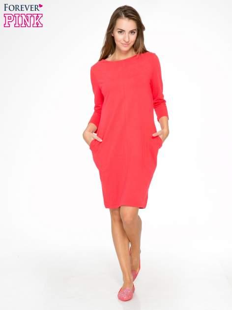 Ciemnokoralowa dresowa sukienka z kieszeniami po bokach                                  zdj.                                  2