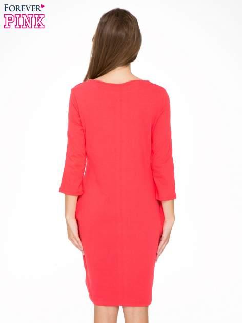 Ciemnokoralowa dresowa sukienka z kieszeniami po bokach                                  zdj.                                  4