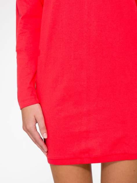 Ciemnokoralowa tunika dresowa z obniżoną linią ramion                                  zdj.                                  7