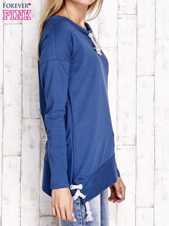 Ciemnoniebieska asymetryczna bluza z troczkami                                  zdj.                                  3
