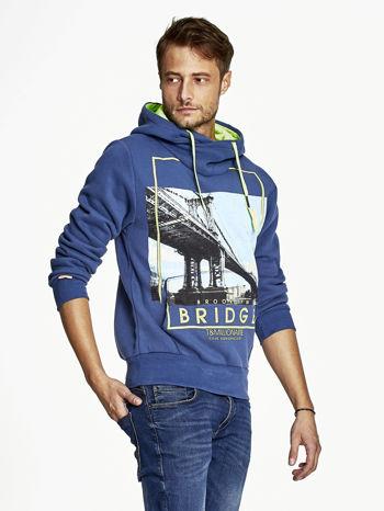 Ciemnoniebieska bluza męska z kapturem i nadrukiem Brooklyn Bridge                                  zdj.                                  3