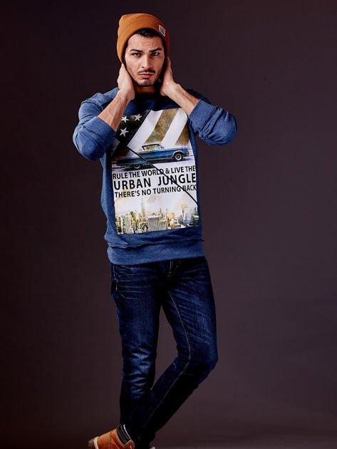 Ciemnoniebieska bluza męska z nadrukiem i surowym wykończeniem                                  zdj.                                  7