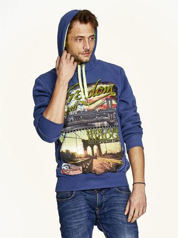 Ciemnoniebieska bluza męska z nowojorskim nadrukiem                                   zdj.                                  5