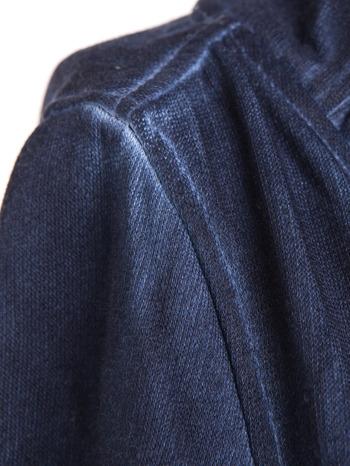 Ciemnoniebieska bluza z kapturem z efektem sprania                                  zdj.                                  8