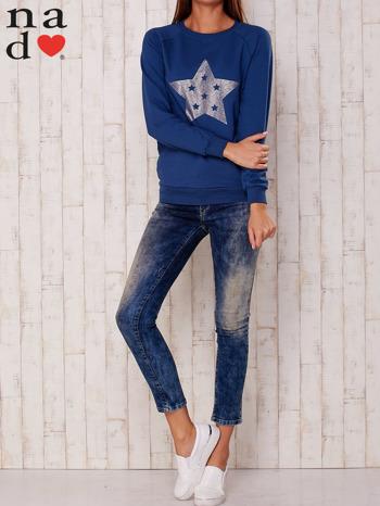 Ciemnoniebieska bluza z nadrukiem gwiazdy                                  zdj.                                  2