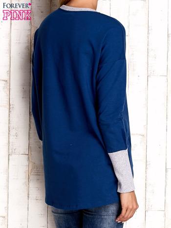 Ciemnoniebieska bluza z wiązaniem i szerokim ściągaczem                                  zdj.                                  2