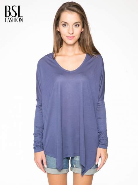 Ciemnoniebieska bluzka z asymetrycznym cięciem na dole                                  zdj.                                  1