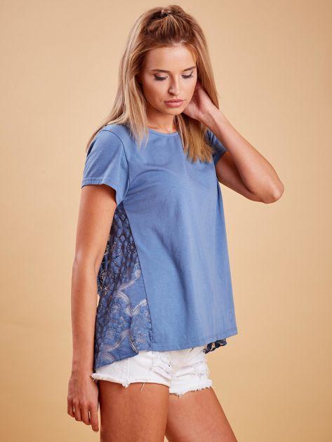 Ciemnoniebieska bluzka z koronkową wstawką na plecach                              zdj.                              3
