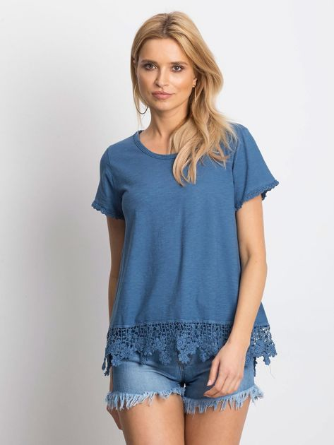 Ciemnoniebieska bluzka z koronkowym wykończeniem                              zdj.                              1