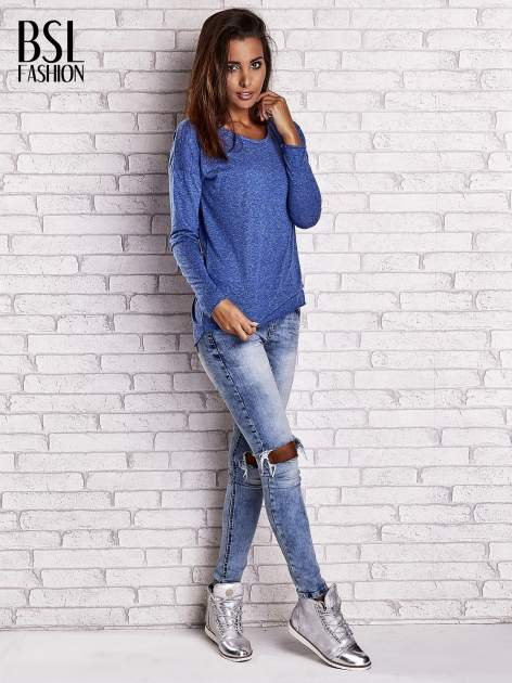 Ciemnoniebieska bluzka z surowym wykończeniem                                  zdj.                                  8