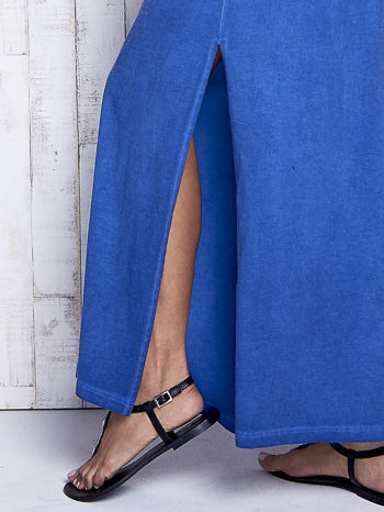 Ciemnoniebieska dekatyzowana sukienka maxi z cekinowym kwiatem                                  zdj.                                  6