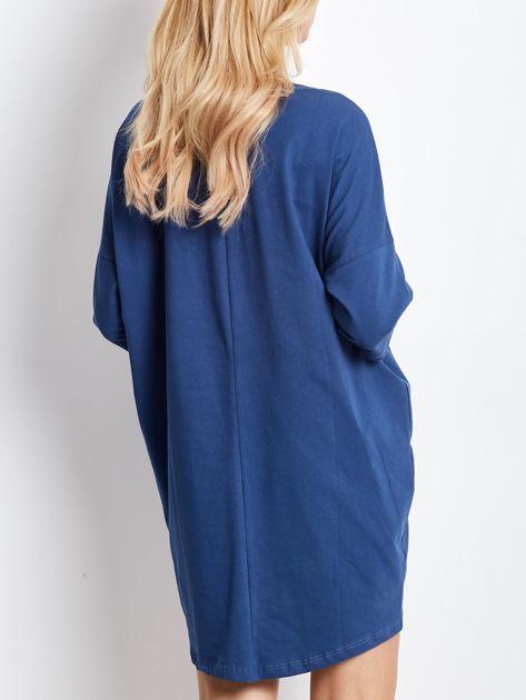 Ciemnoniebieska dresowa sukienka z aplikacją                              zdj.                              2