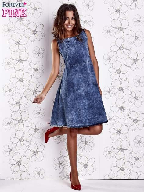 Ciemnoniebieska rozkloszowana dekatyzowana sukienka                                  zdj.                                  2