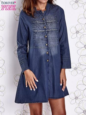 Ciemnoniebieska sukienka jeansowa z plecionymi elementami                                  zdj.                                  1