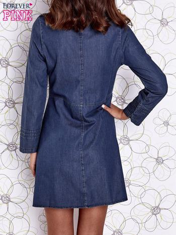 Ciemnoniebieska sukienka jeansowa z plecionymi elementami                                  zdj.                                  5