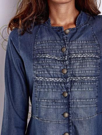 Ciemnoniebieska sukienka jeansowa z plecionymi elementami                                  zdj.                                  6