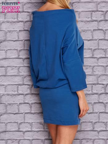 Ciemnoniebieska sukienka z luźnym kołnierzem                                  zdj.                                  4