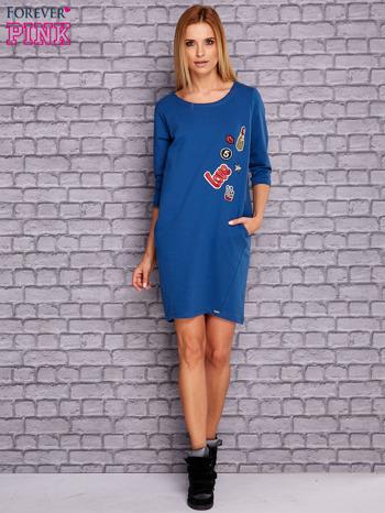 Ciemnoniebieska sukienka z naszywkami                                  zdj.                                  2