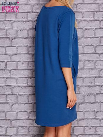 Ciemnoniebieska sukienka z naszywkami                                  zdj.                                  4