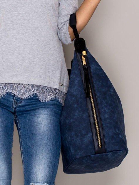 Ciemnoniebieska torba z bocznymi suwakami                                  zdj.                                  2