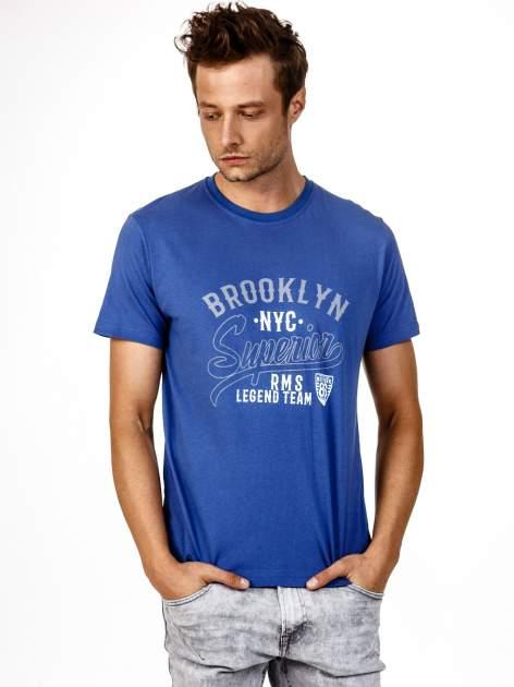 Ciemnoniebieski t-shirt męski z napisem BROOKLYN NYC                                  zdj.                                  2