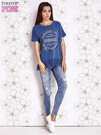 Ciemnoniebieski t-shirt z nadrukiem i frędzlami                                  zdj.                                  2