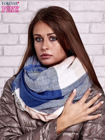 Ciemnoniebieski wełniany szalik w szeroką kratę